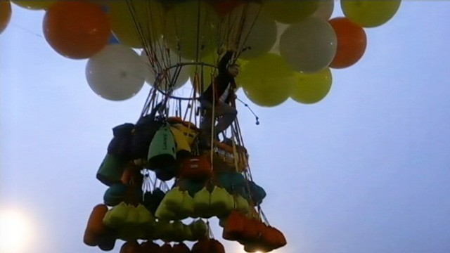 VIDEO: Jonathan Trappe planned to cross the Atlantic Ocean using more than 300 helium balloons.