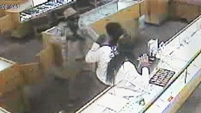 VIDEO: A pair of armed robbers made off with $500,000 worth of jewelry from a store in Georgia.