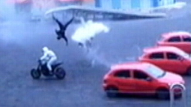 VIDEO: Daredevil slams into an oncoming car during show at Brazilian theme park.