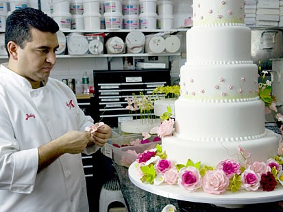 Buddy Valastro decorates a cake as seen on