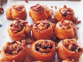 Ina Garten loves to do gatherings with her friends at holiday time and she thinks brunch is the perfect way to celebrate the holiday season. Her sticky buns are quick and easy to make by using puff pastry dough.