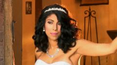 VIDEO: Single mother Netis Negron didnt need a groom to make her dream come true.