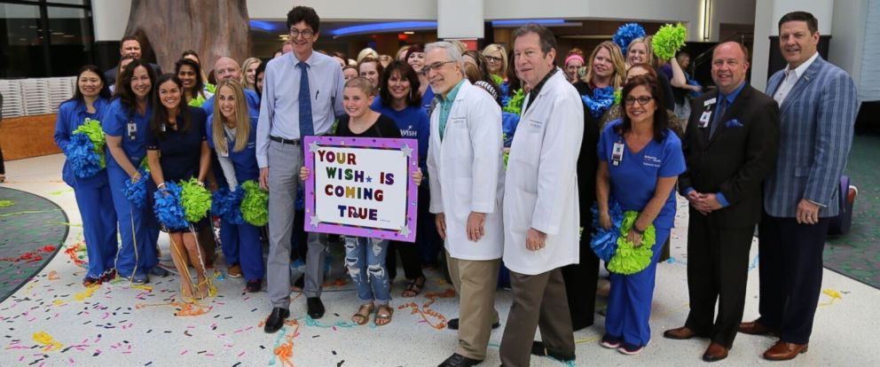 PHOTO: Alex Kiker, 11, center, was surprised with a flash mob at Medical City Childrens Hospital in Dallas and a dream beach vacation by Make-A-Wish North Texas.