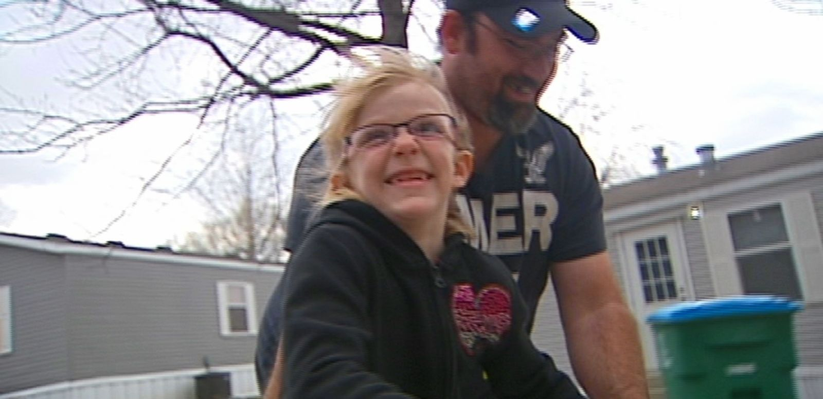 VIDEO: Amanda Moss was shocked by the note given to her 54-pound daughter who stands 3 feet 10 inches tall.