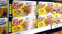 "VIDEO: Eggo Waffles Recalled Over Possible Listeria Contamination The recalled waffles are available in 10-count packs with ""best if used by"" dates of November, 2017 and November 22, 2017."
