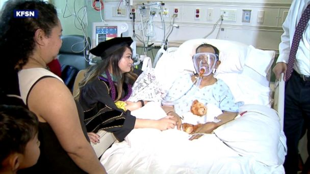 A 79-year-old father is on his death bed, and he had just one wish: to see his daughter graduate. So dozens of people brought the convocation to him.