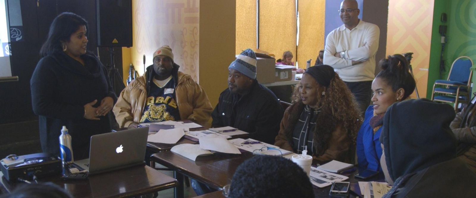 PHOTO: Chicago residents are learning how to treat traumatic injuries among rising rates of violence and shootings.