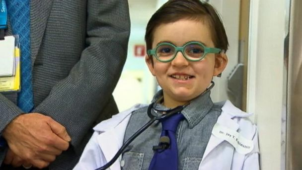 ABC komo surgeon costume nt 131017 16x9 608 Boy Dresses Up As His Surgeon for Halloween