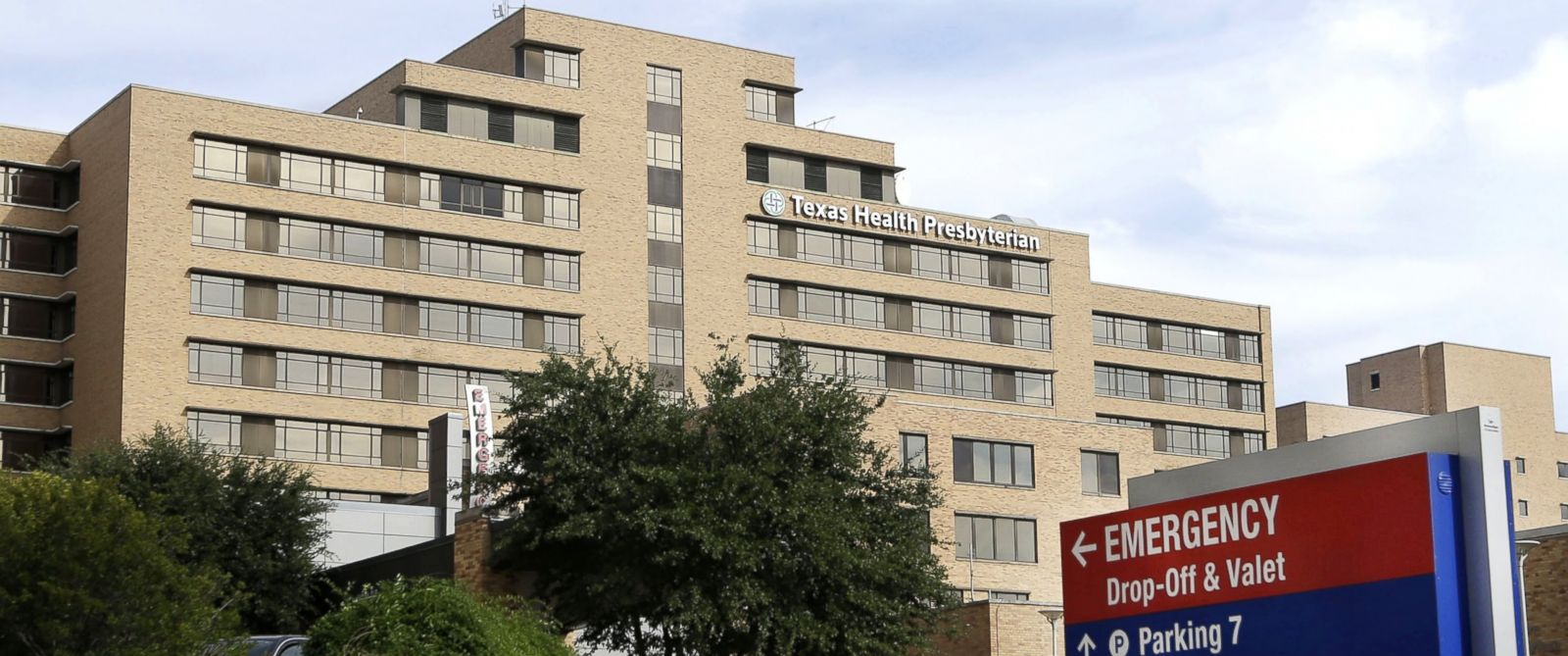 PHOTO: The entrance of Texas Health Presbyterian Hospital in Dallas, Oct. 8, 2014.