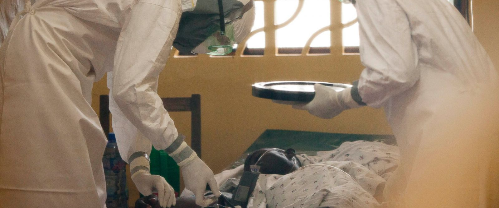 PHOTO: In this 2014 photo provided by the Samaritans Purse aid organization, Dr. Kent Brantly, left, treats an Ebola patient at the Samaritans Purse Ebola Case Management Center in Monrovia, Liberia.
