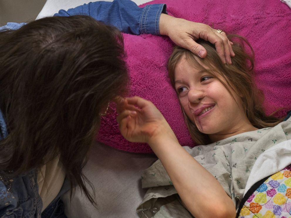 PHOTO: Charlotte Ponce, 11, waits with her mom Sharon Ponce at Beaumont Childrens Hospital in Royal Oak, Mich., April 15, 2014.