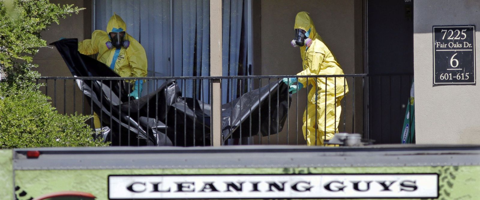 PHOTO: In the Oct. 3, 2014 file photo, hazardous material cleaners prepare to hang black plastic outside The Ivy Apartments in Dallas.