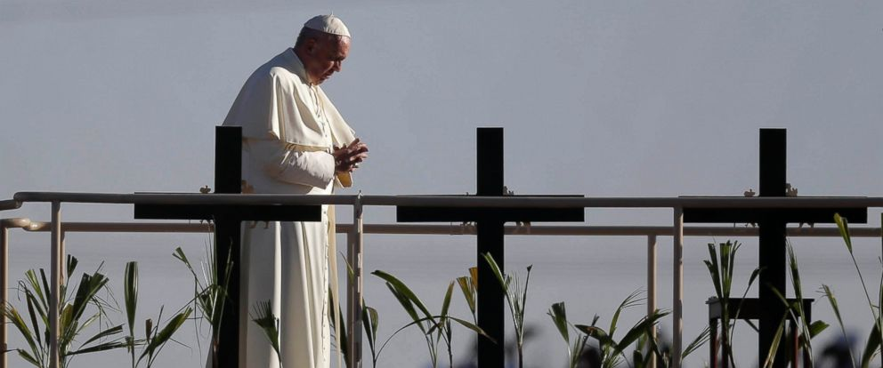 PHOTO: Pope Francis stands a platform near the U.S.-Mexico border fence along the Rio Grande, in Ciudad Juarez, Mexico, Feb. 17, 2016. Francis made the sign of the cross and blessed hundreds of people gathered in El Paso.