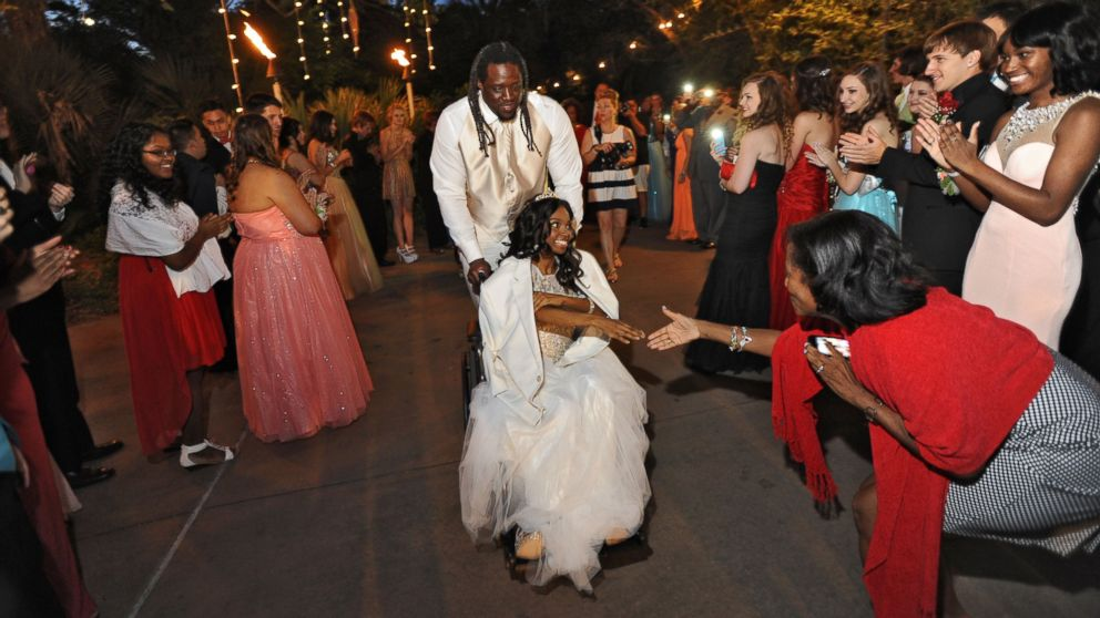 PHOTO: SenDerrick Marks escorts 18-year-old cancer patient Khameyea Jennings to her senior prom