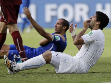 Luis Suarez Apologizes for Biting Italian Soccer Player