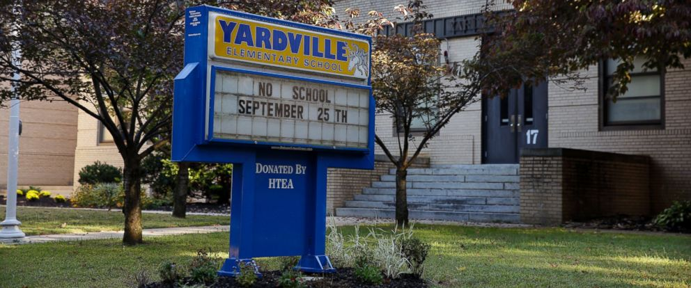 PHOTO: A sign is seen in front of the Yardville Elementary School, Sept. 27, 2014, in Hamilton Township, N.J.