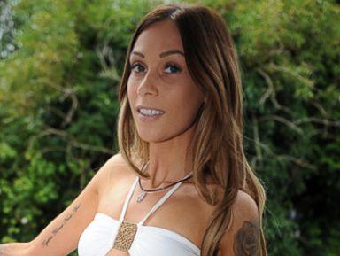 Woman Bares Colostomy Bag in Bikini Pic, Becomes Web Sensation
