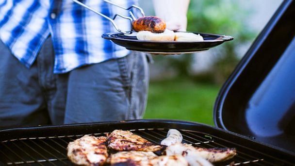 PHOTO: barbecuing, july 4, barbecue, bbq