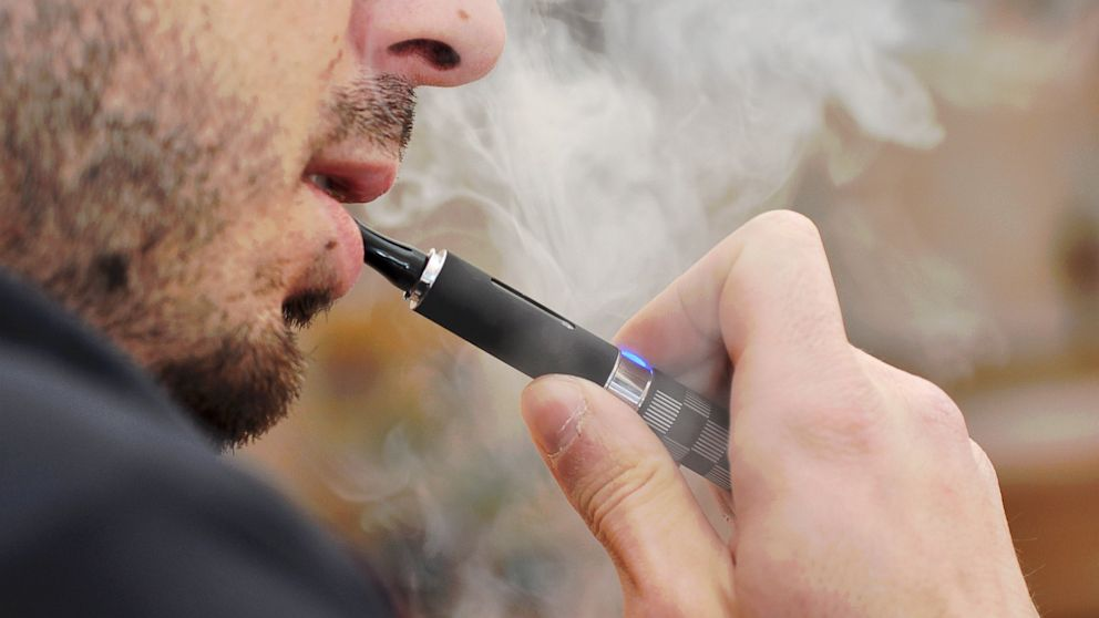 PHOTO: If passed, Chicagos ban on e-cigarettes would go into effect in January, 2014.