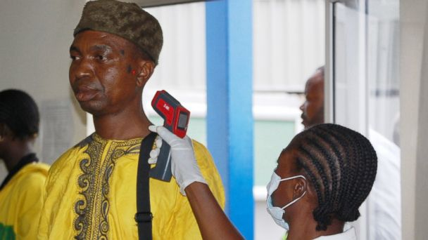 PHOTO: Nigerian passengers arrive at the International Nnamdi Azikiwe Airport in Abuja, Nigeria on Aug. 11, 2014.
