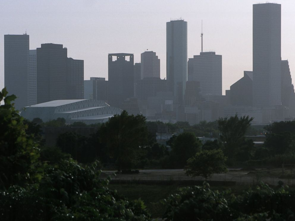 PHOTO: Hazy smog blankets Houston, Texas, June 26, 2000.