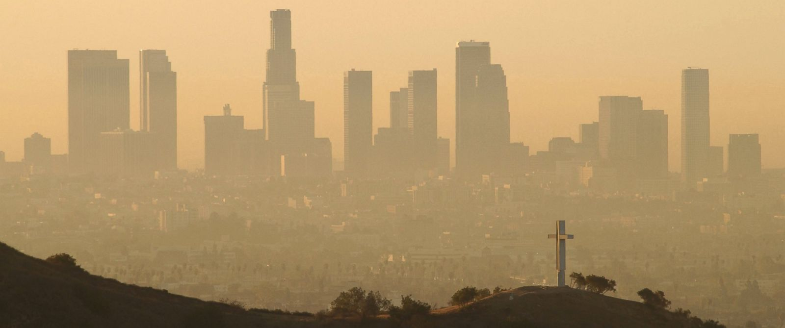 PHOTO: Downtown highrise buildings are shown cloaked in dirty air shortly after sunrise, Sept. 11, 2002 in Los Angeles, Calif.