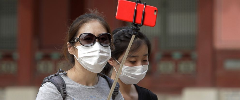 PHOTO: Tourists wear masks as a precaution against the MERS virus at the Gyeongbok Palace on June 4, 2015 in Seoul, South Korea.