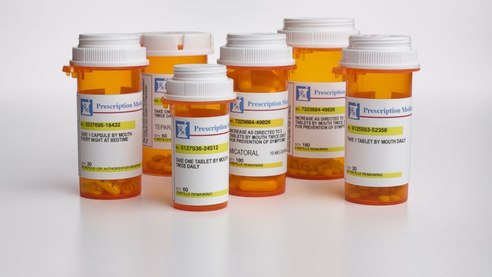 PHOTO: The FDAs proposed new rules would require companies to tweet out the risks of prescription drugs.