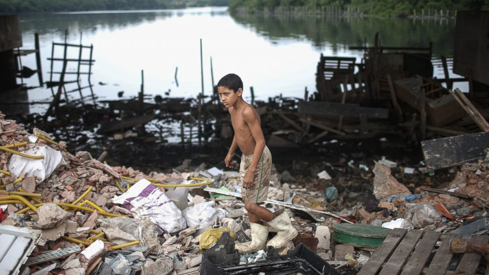 PHOTO:A boy looks for items to recycle along the polluted Cunha canal which flows into the notoriously polluted Guanabara Bay, site of sailing events for the Rio 2016 Olympic Games, July 29, 2015, in Rio de Janeiro.