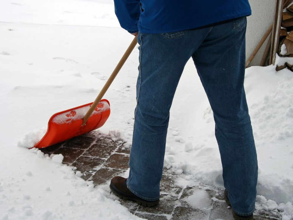 PHOTO: Here are some lifesaving tips to survive the blizzard of 2015.