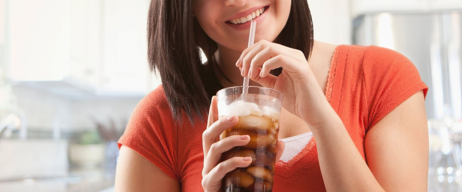 PHOTO: Experts are split on whether diet soda can help you lose weight.