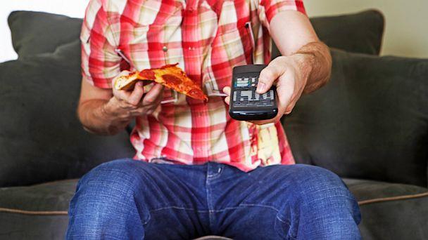 PHOTO: Watching Tv and bad eating habits