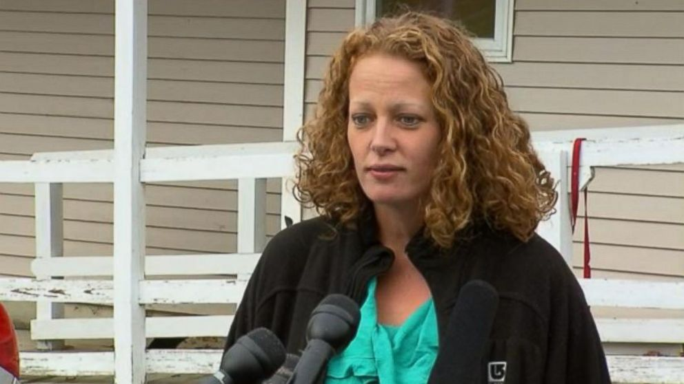 PHOTO: Nurse Kaci Hickox speaks to the press, Oct. 31, 2014 in Fort Kent, Maine.