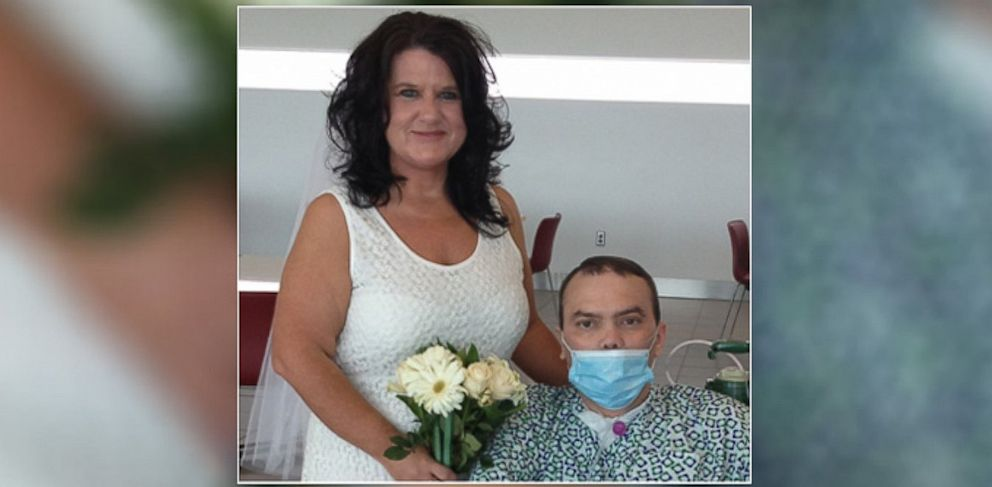 PHOTO: Doug and Susan Smith finally got married at the Cleveland Clinic, after he received a lung transplant.