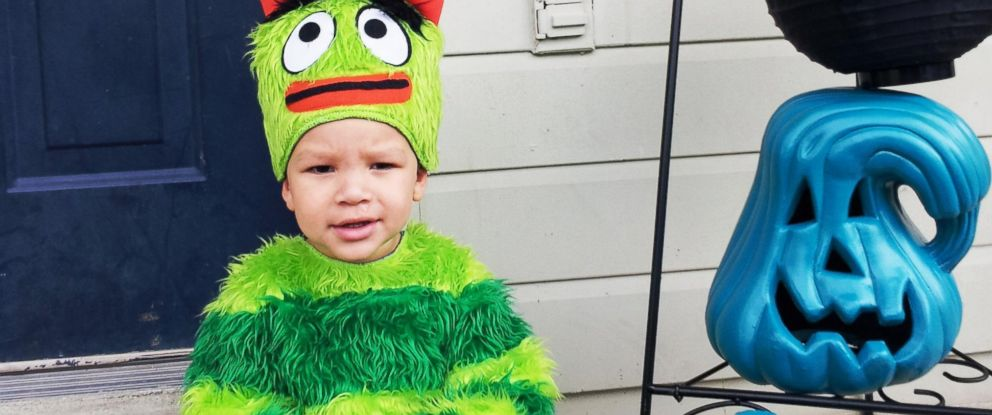 PHOTO: Two-year-old Lee Beal gets ready to celebrate a food allergy free Halloween.