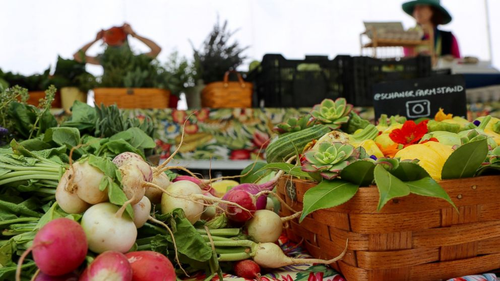 'Healthy Living for Summer': How to navigate a farmers market