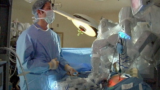 VIDEO: A close-up look at how surgeons use this robot in the operating room.