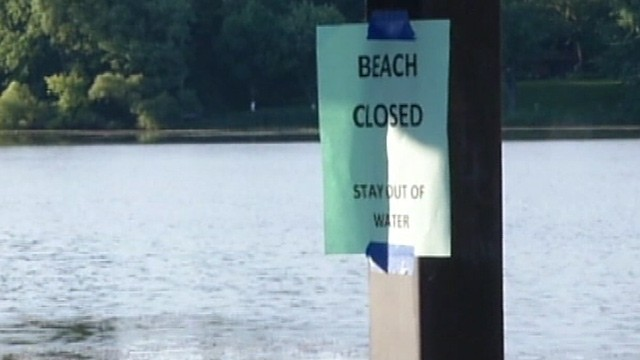 PHOTO: 'Beach closed' flyer