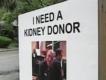 VIDEO: A Massachusetts man hangs up flyers to find an organ donor.