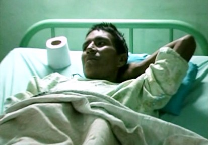 VIDEO: Doctors in Peru remove coins and nails from Requelme Abanto's stomach.