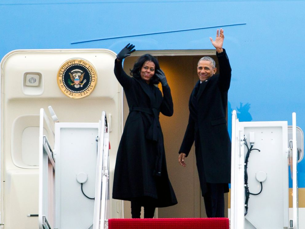 PHOTO: President Barack Obama and first lady Michelle Obama wave from Air Force One at Andrews Air Force Base, Maryland, Jan. 10, 2017. Obama is traveling to Chicago to give his presidential farewell address.