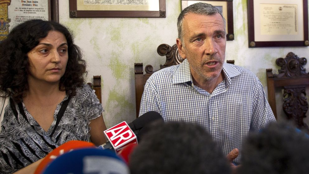 PHOTO: Brett and Naghemeh King, parents of Ashya King, speak during a press conference in Sevilla, Spain, Sept. 3, 2014.