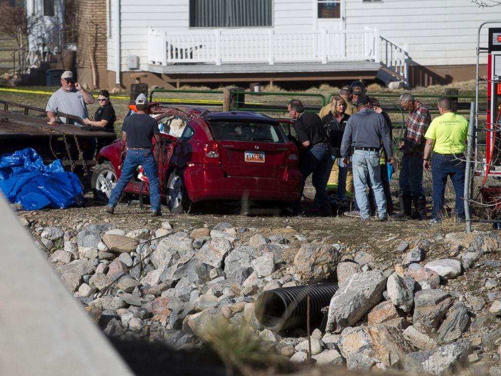 PHOTO: In this March 7, 2015 photo, officials respond to a report of car in the Spanish Fork River in Spanish Fork, Utah. An 18-month-old girl survived a car crash but her mother, Lynn Groesbeck, was found dead in the car, police said.