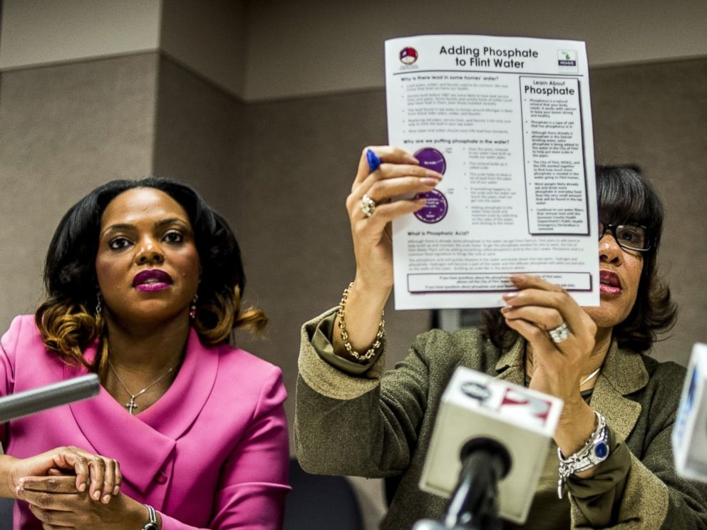PHOTO: Flint Mayor Karen Weaver, right, and City Administrator Natasha Henderson address questions about adding supplemental phosphates to the citys water during a news conference, Dec. 10, 2015 at City Hall in Flint, Mich.