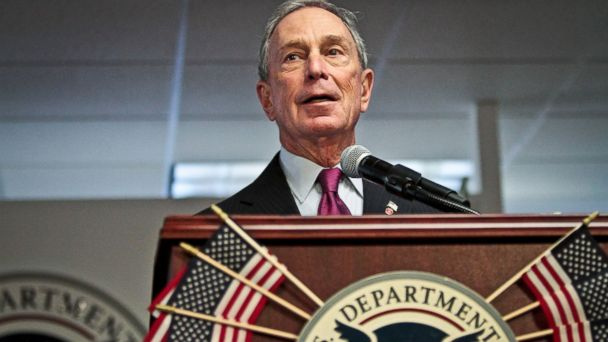 PHOTO: Mayor Michael Bloomberg speaks during a naturalization ceremony, Dec. 18, 2013 in New York.