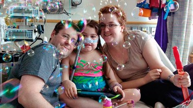 PHOTO: Sarah Murnaghan, center, celebrates the 100th day of her stay in Children's Hospital of Philadelphia with her father, Fran, left, and mother, Janet, in this May 30, 2013 photo.