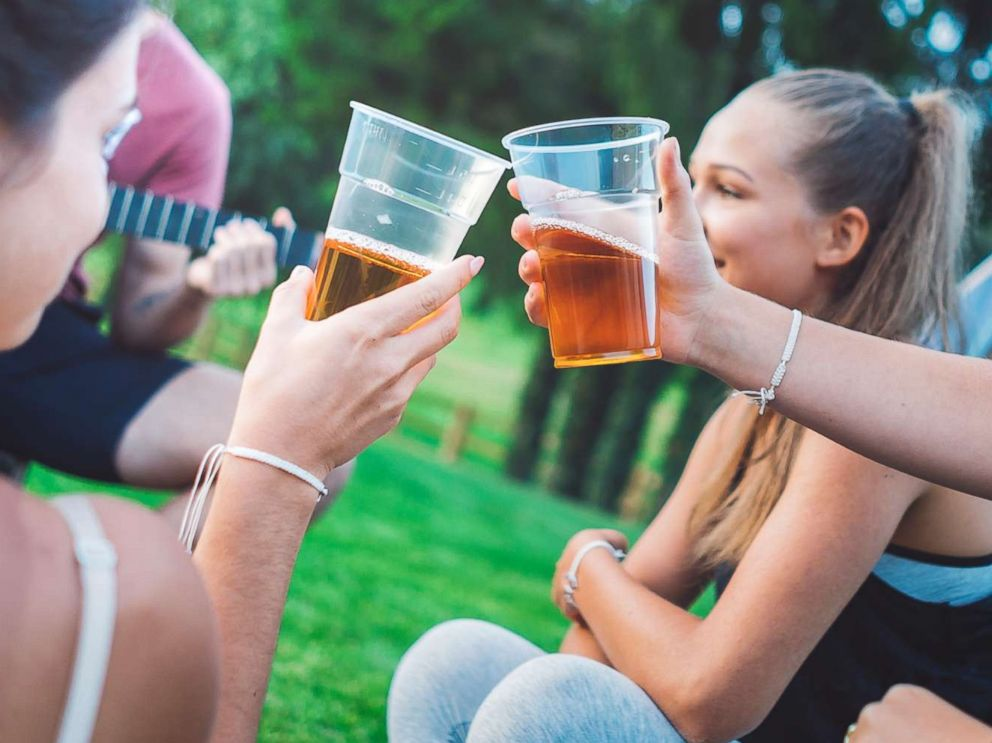 Parents giving alcohol to teens won't reduce risks, study says