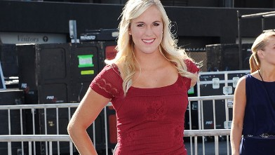 PHOTO: Bethany Hamilton arrives at the 2011 Do Something Awards at Hollywood Palladium on Aug. 14, 2011 in Hollywood, California.