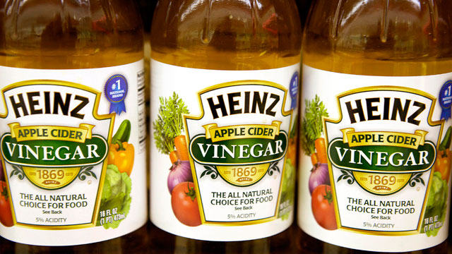 PHOTO: Bottles of H.J. Heinz Co. apple cider vinegar are displayed on a shelf for sale at grocery store in Pittsburgh, Pennsylvania, U.S., on Feb. 14, 2013.