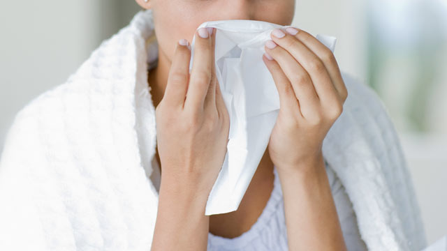 PHOTO: Scientists try to debunk myths about the common cold and flu.